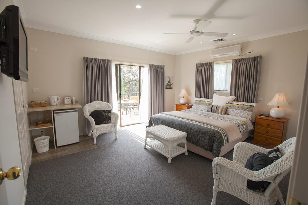Batemans Bay Manor - Bed and Breakfast - Broome Tourism